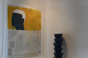 Sans titre  technique mixte/toile  céramique  81x65cm  -  Plante dada  céramique H 42cm