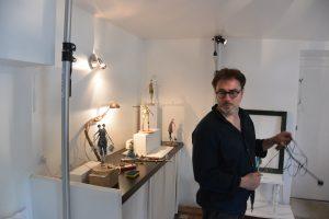 Installation oeuvres de V Dumas avec M Carmona