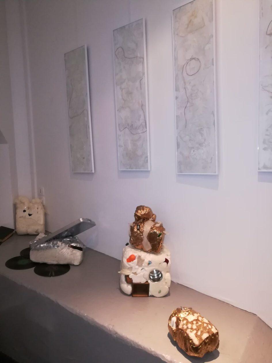 """""""Les murs II"""" - D'autres vies d'objets - """"Bienvenue dans ton monde I, II, III et IV   Technique mixte, 100 cm x 27 cm, 2011"""